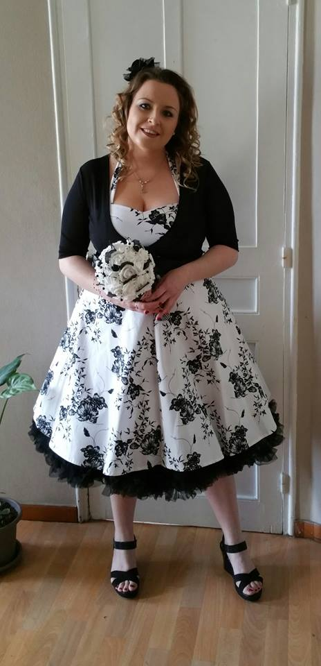 "Robe rockabilly vintage HR London ""White Black Flowers"""
