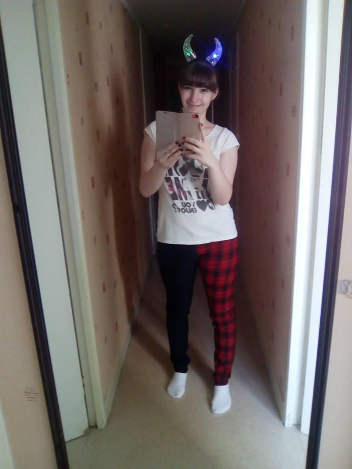 Pantalon slim écossais bicolore rouge noir Rock Punk Banned
