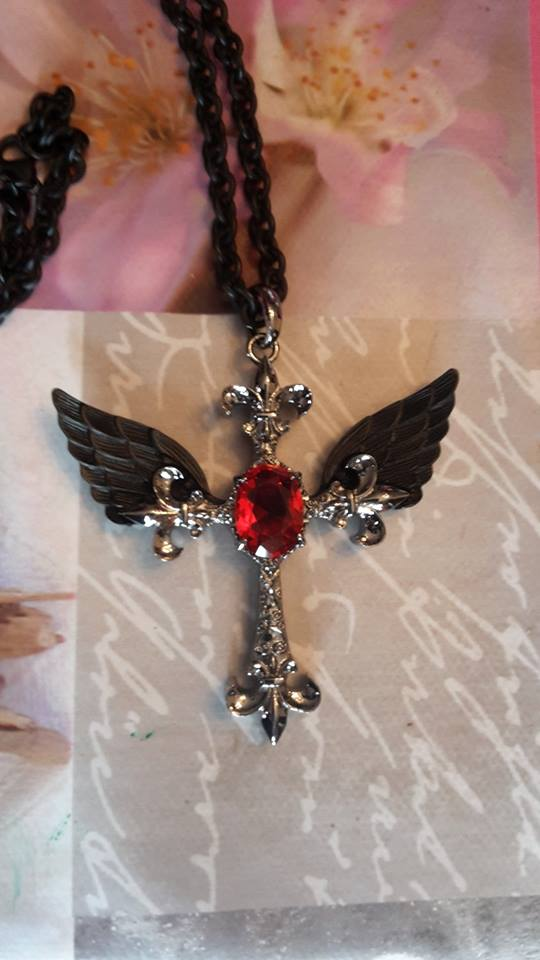 "Collier Gothique Poizen Industries (Evil Clothing) ""Cross Feather"""