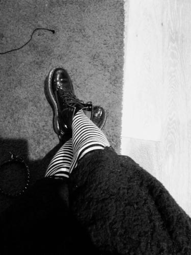Chaussettes Hautes Rock Punk fines rayures noir/blanc