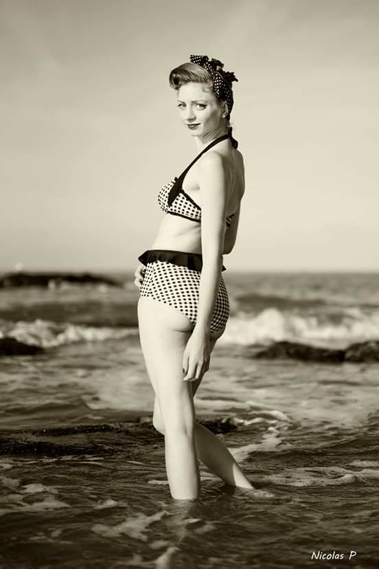 "Maillot de bain 2 pièces Bikini Rockabilly Pin-Up Retro Vintage Banned ""Grey Gingham"""